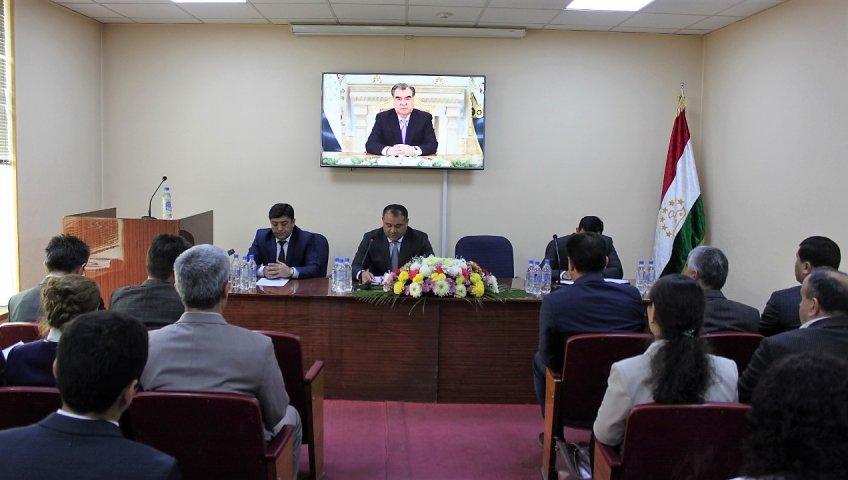 Торжественное собрание посвященное Дню Государственного Флага Таджикистана